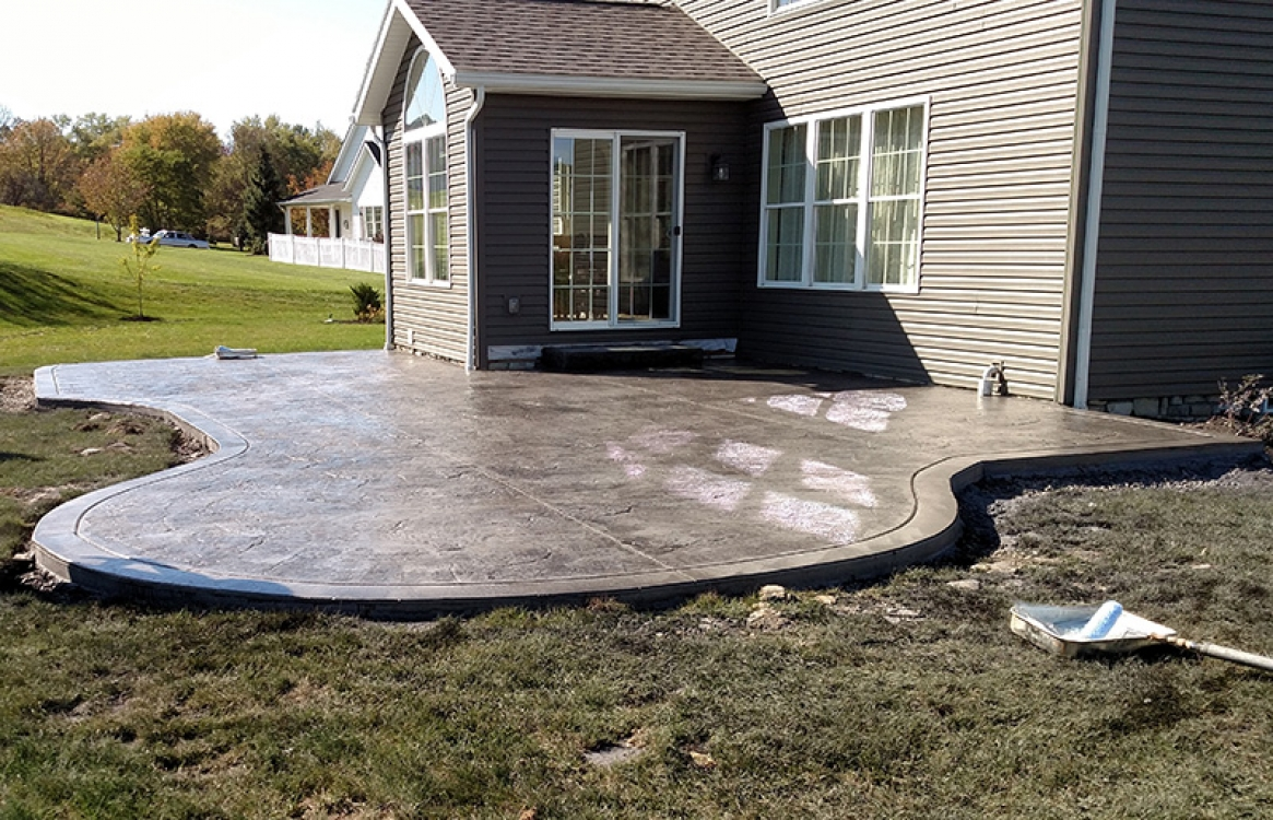 end view of stamped concrete patio